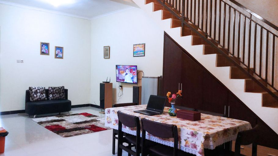 Simply Homy at Tegal city center ( 4 BR), Tegal