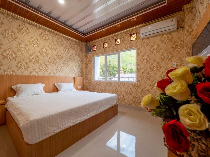 Senior Bakara Hotel, Tapanuli Utara