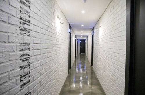Gray Hotel, Tongyeong