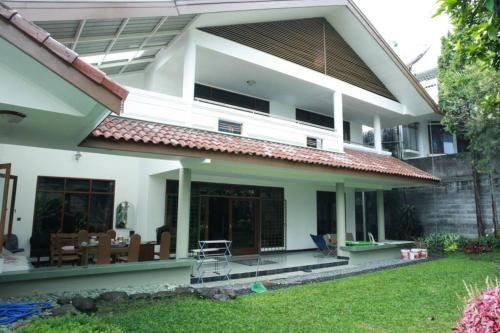 Large House near Rumah Guguk and Lembang - NEWLY RENOVATED, Bandung