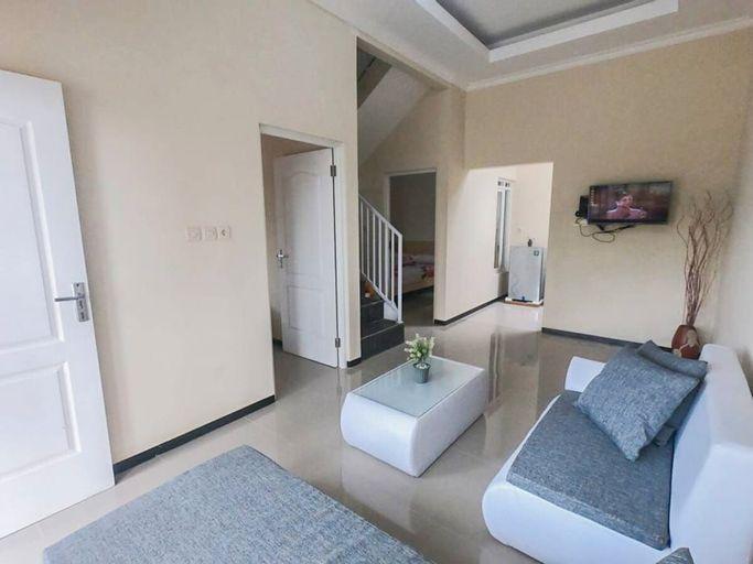 Villa Griya Santi B20, Malang