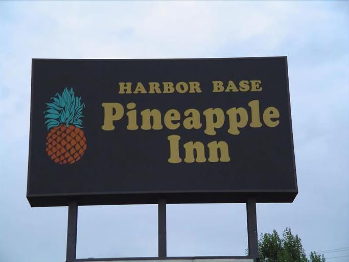 Harbor Base Pineapple Inn, Newport