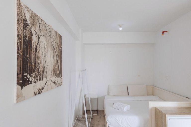 Cozy and Elegant Studio Bintaro Park View Apartment By Travelio, Jakarta Selatan