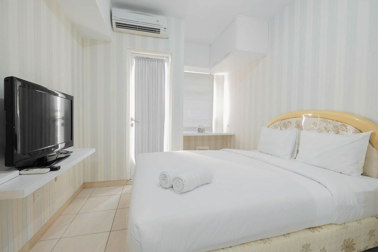 Best Price Studio Apartment @ Springlake Summarecon By Travelio, Bekasi