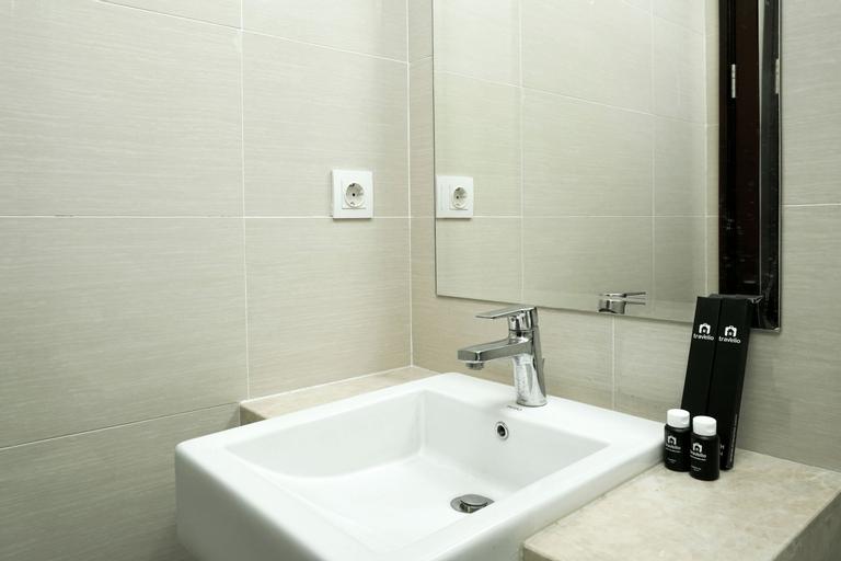 New Studio Apartment with Sky Garden Puri Mansion By Travelio, West Jakarta