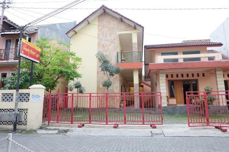 Simply Homy near UGM and city center (8BR near Malioboro), Yogyakarta