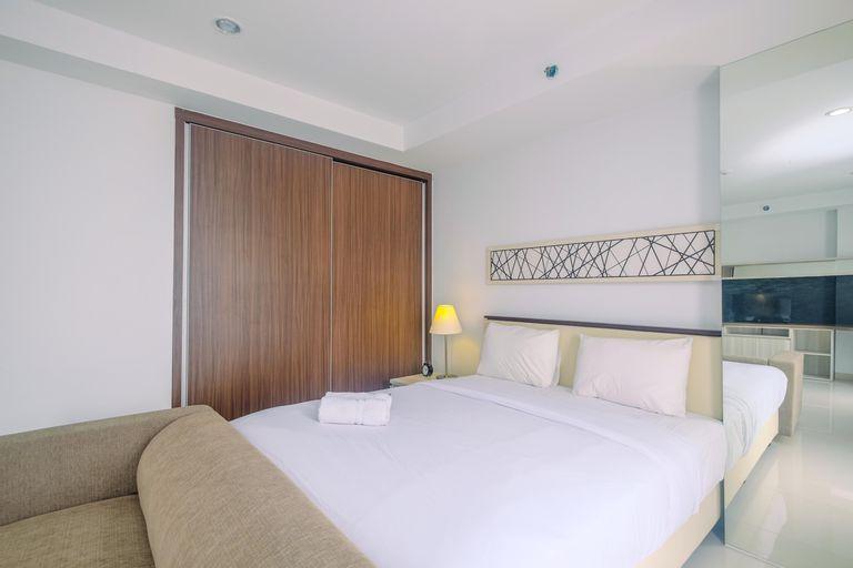 Stunning Studio Azalea Suites Apartment By Travelio, Cikarang