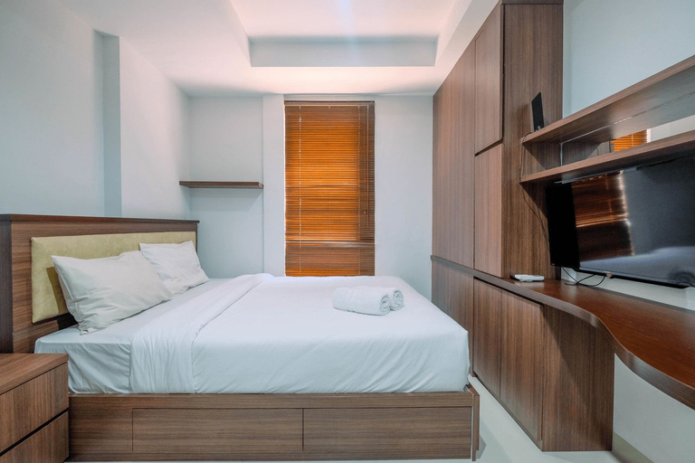 Elegant Studio Azalea Suites Apartment By Travelio, Cikarang