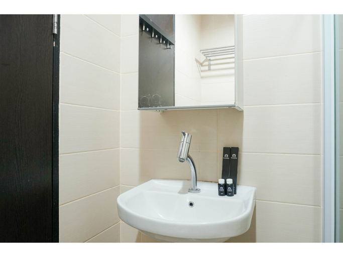 Contemporary Style & Family 2BR Apartment Belmont Residence Puri By Travelio, West Jakarta