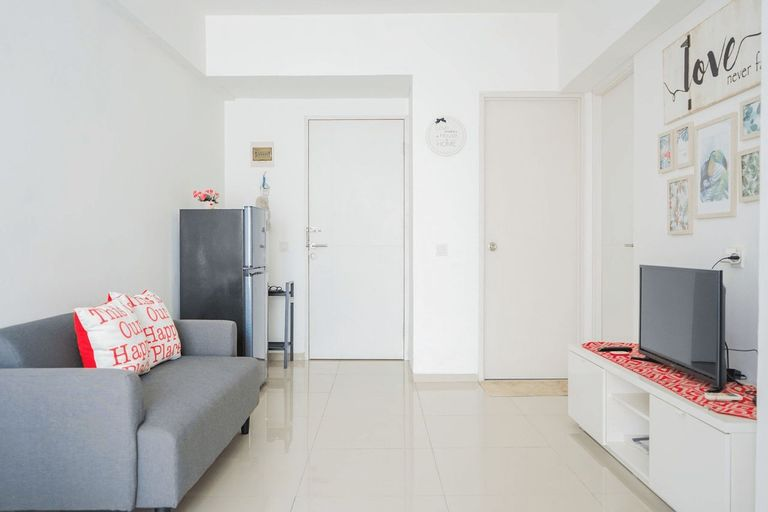 Comfy and Modern 2BR Apartment at Aeropolis Residence By Travelio, Tangerang