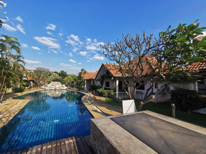 Thai Crystal Resident, Si Racha