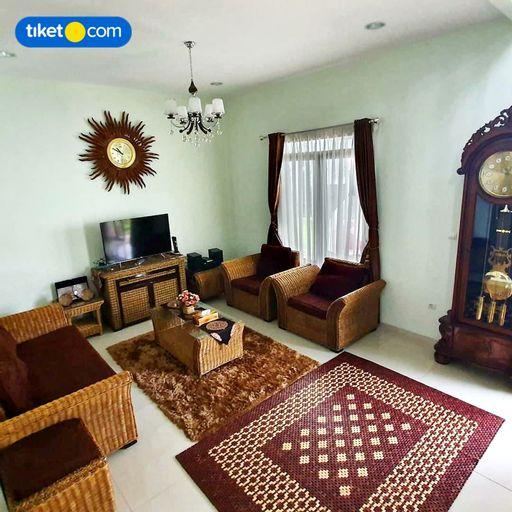 Villa Kensington Bandung 3 Bedrooms 15-Paxs, Bandung