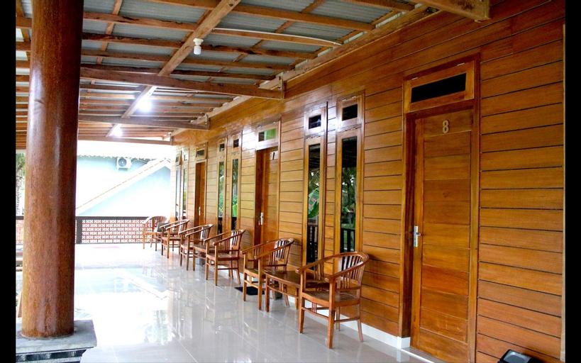 Arrys Watukarung Surf Camp, Pacitan