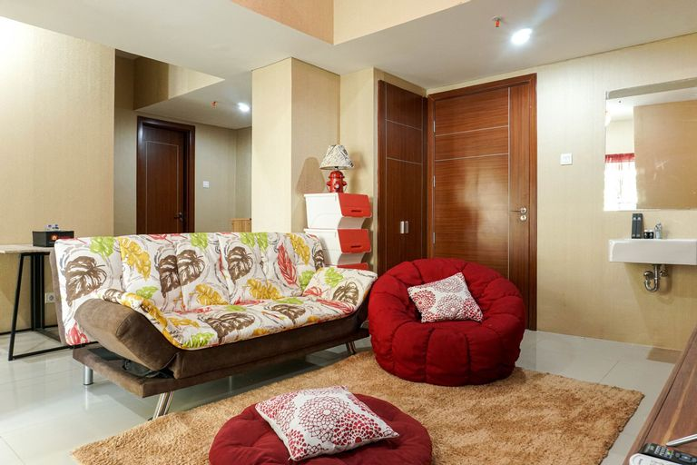 Homey and Luxurious 3BR Vittoria Apartment By Travelio, Jakarta Barat
