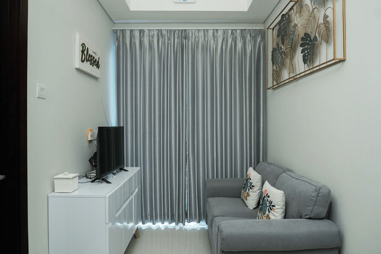 Comfy and Best View 1BR Puri Mansion Apartment By Travelio, Jakarta Barat