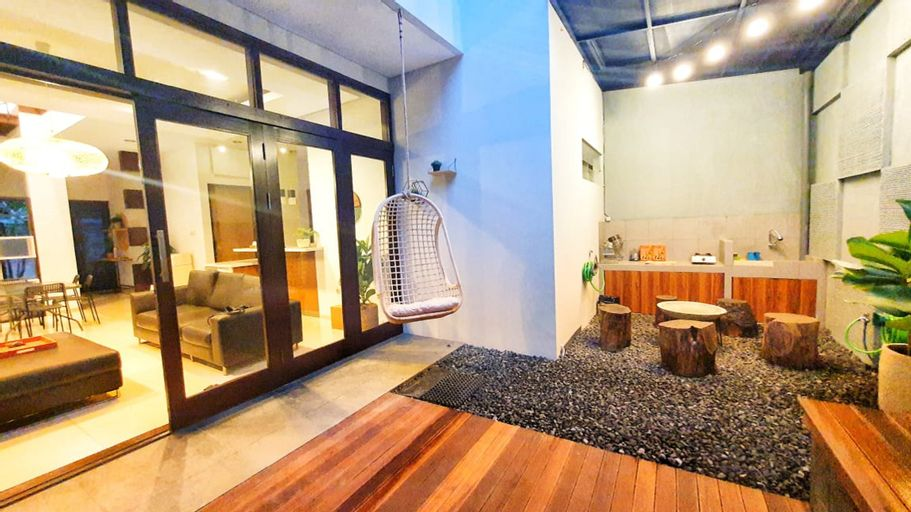 Cottonwood Stay Villa Sutami 4BR  8-persons, Bandung