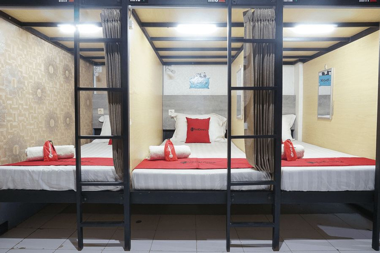 RedDoorz Hostel @ Borobudur Street, Malang
