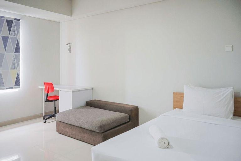Minimalist Studio at Beverly 90210 Apartment By Travelio, Tangerang