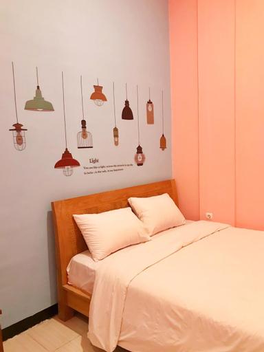 RoomZ Budget Residence, Semarang