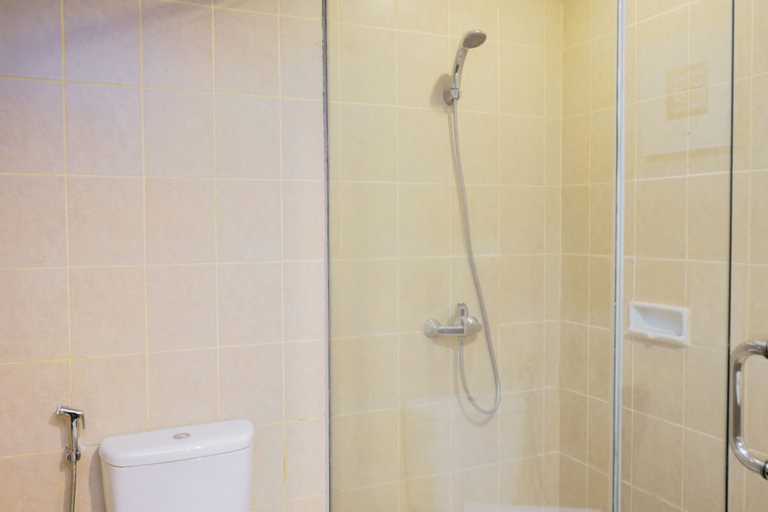Ancol Marina 1BR Queen Bed Tower A By Travelio, North Jakarta