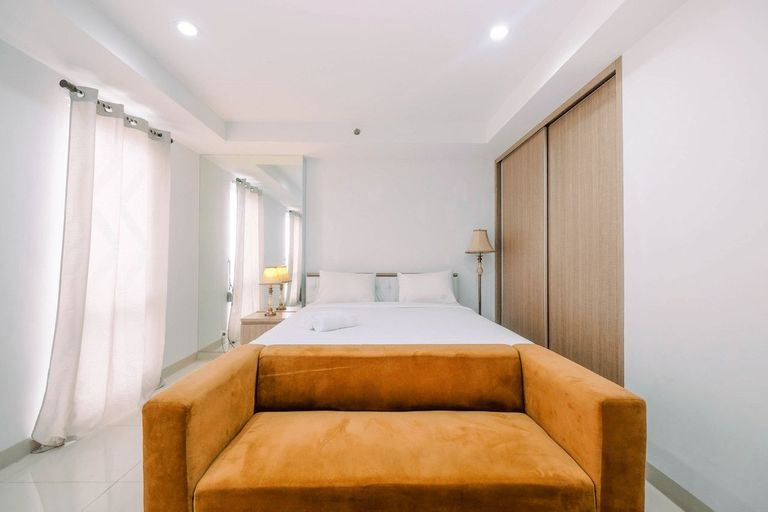 Spacious and Comfy Studio at Azalea Suites Cikarang Apartment By Travelio, Cikarang