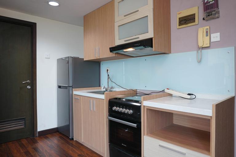 Cozy Living 1BR Tamansari The Hive Apartment By Travelio, East Jakarta