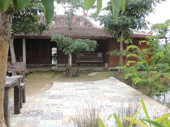 Villa de Moyeng, Kulon Progo