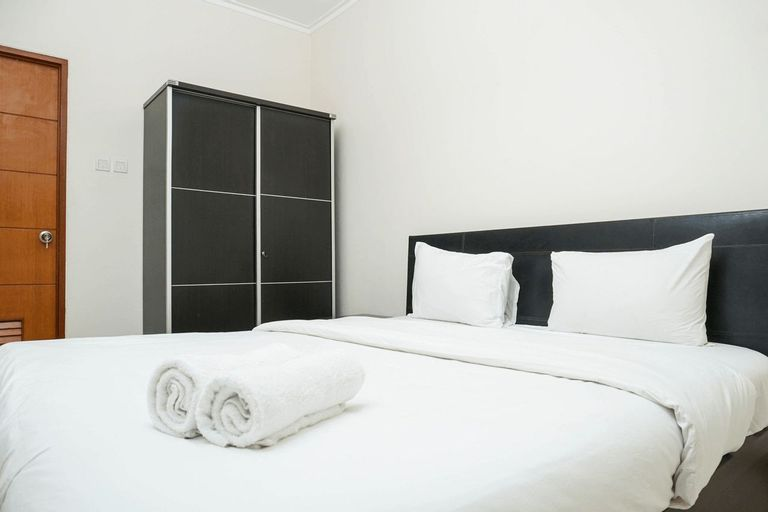 Cozy and Minimalist 2BR at Marbella Kemang Apartment By Travelio, Jakarta Selatan