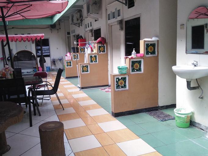 Homestay Excellent Doho Women Only, Surabaya