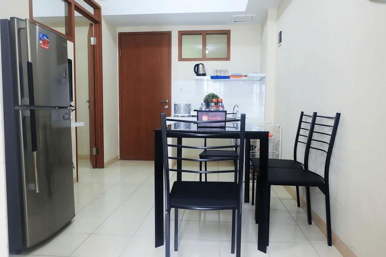 Cozy 2 BR Green Park View Daan Mogot Apartment By Travelio, West Jakarta