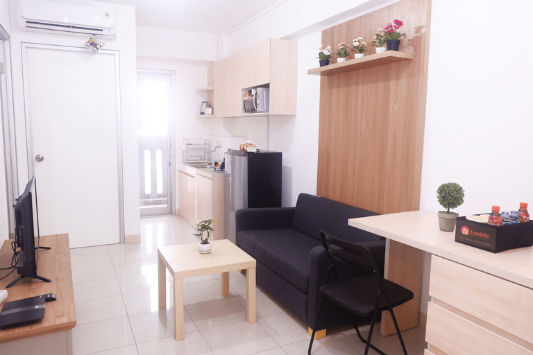 2 BR Cozy Baywalk Apartment At Green Bay By Travelio, North Jakarta