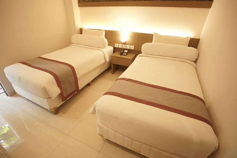 Viva Hotel Kediri By Front One, Kediri