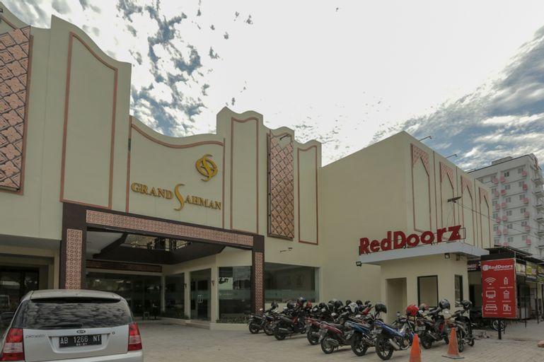RedDoorz Plus near Solo Paragon Mall, Solo