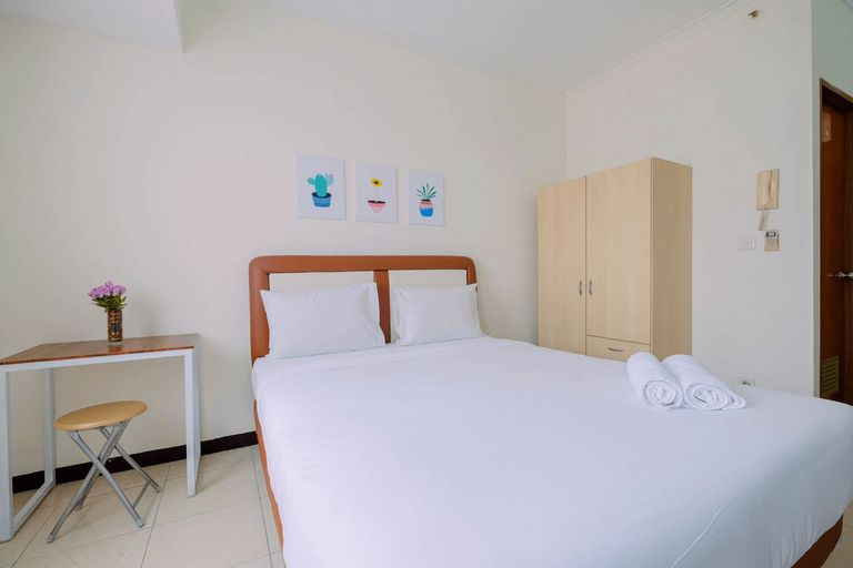 Simple Furnished Studio Apartment at Maple Park By Travelio, North Jakarta