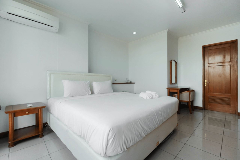 Fully Furnished and Cozy 2BR at Pondok Klub Villa Apartment By Travelio, Jakarta Selatan