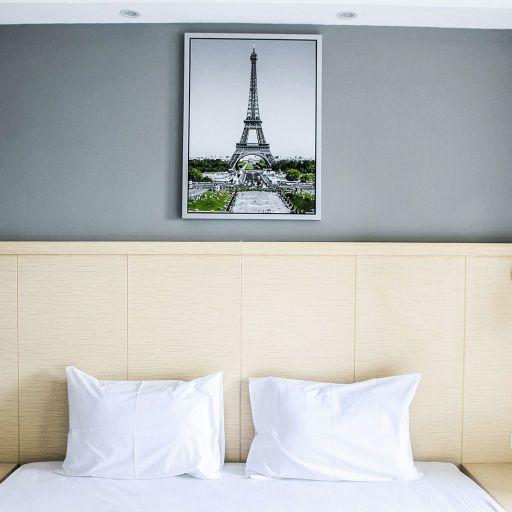 Modern and Cozy Studio Room at Oasis Apartment By Travelio, Cikarang