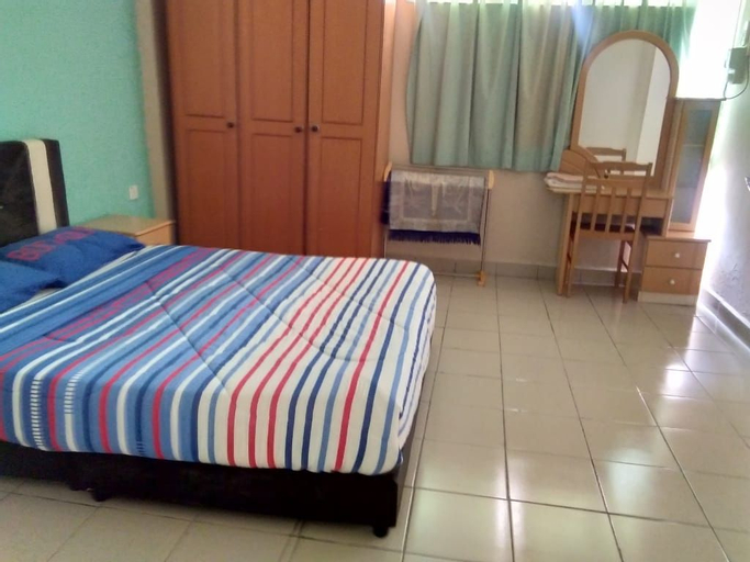 Golden Straits Villas Beach Resort, Port Dickson