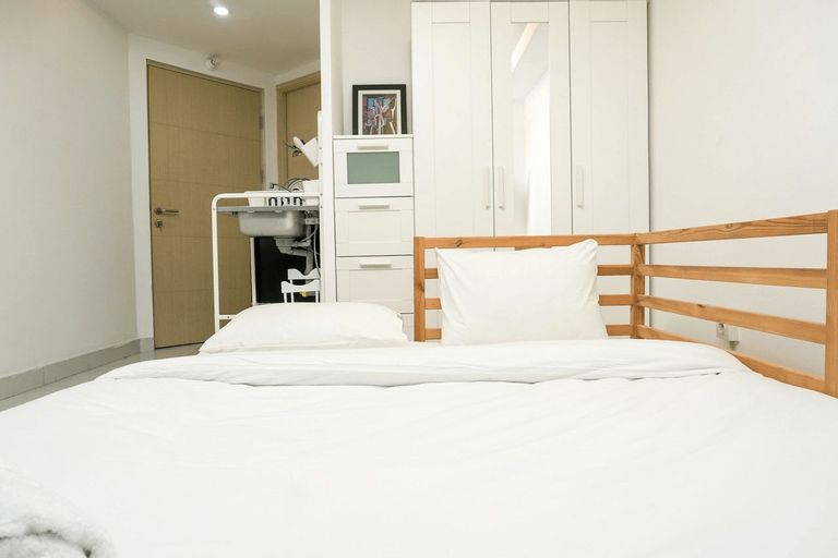 Simply White and Compact Studio at Amethyst Apartment By Travelio, Central Jakarta