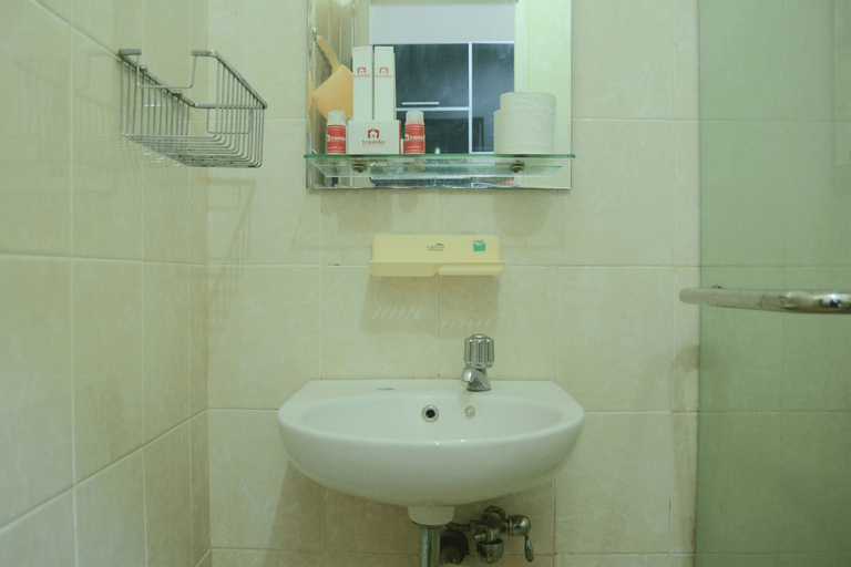 Near Shopping Center 1BR Apartment Cosmo Residence By Travelio, Central Jakarta