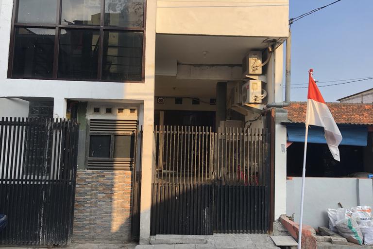 OYO 4006 Gajah Mada Trim Syariah, Surabaya
