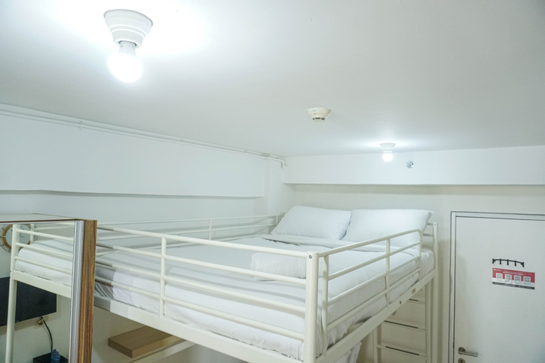 Compact and Scenic Studio Room Green Bay Pluit Apartment By Travelio, North Jakarta