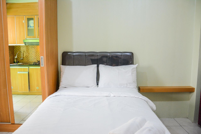 Stylish and Comfortable Studio Green Pramuka Apartment By Travelio, East Jakarta
