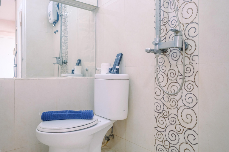 Cozy and Simple 1BR Green Pramuka Apartment near Mall By Travelio, Central Jakarta