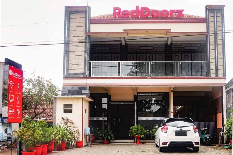 RedDoorz near Kampung Inggris Pare, Kediri