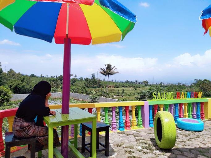 Saung Rainbow Garut 3 BR 9-Persons, Garut