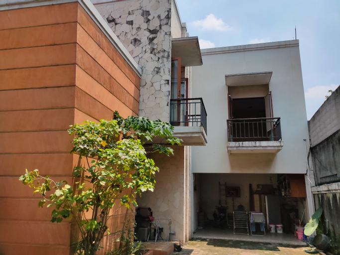 OYO 90038 Ragunan Guesthouse Syariah, South Jakarta