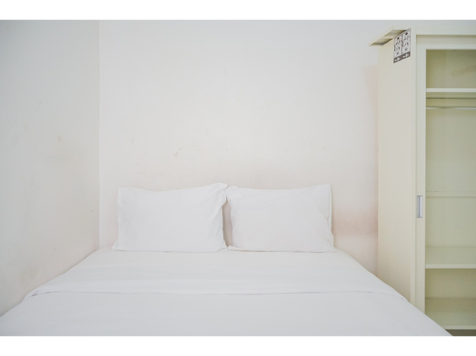 Minimalist and Comfy Studio Apartment Aeropolis Residence By Travelio, Tangerang