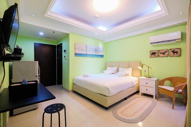 Studio Room Atria Residence Gading Serpong By Travelio, Tangerang