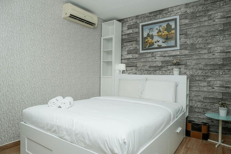 Comfortable and Cozy 1BR at Gallery West Apartment By Travelio, Jakarta Barat