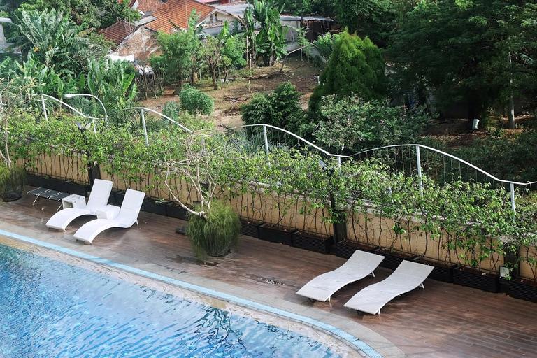 Spacious 2BR Belmont Residence Apartment near Puri By Travelio, West Jakarta